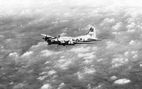 Boeing B-17G-10-DL 42-37751