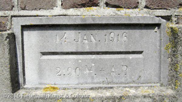 Hoogwaterstenen 1916 en 1825